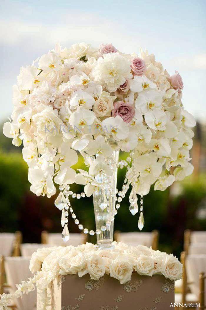 Centre de table majestueux composé d'orchidées et de roses.  Hawaiian Wedding Flowers | The Four Seasons Resort Maui Wedding | San Diego Wedding Blog