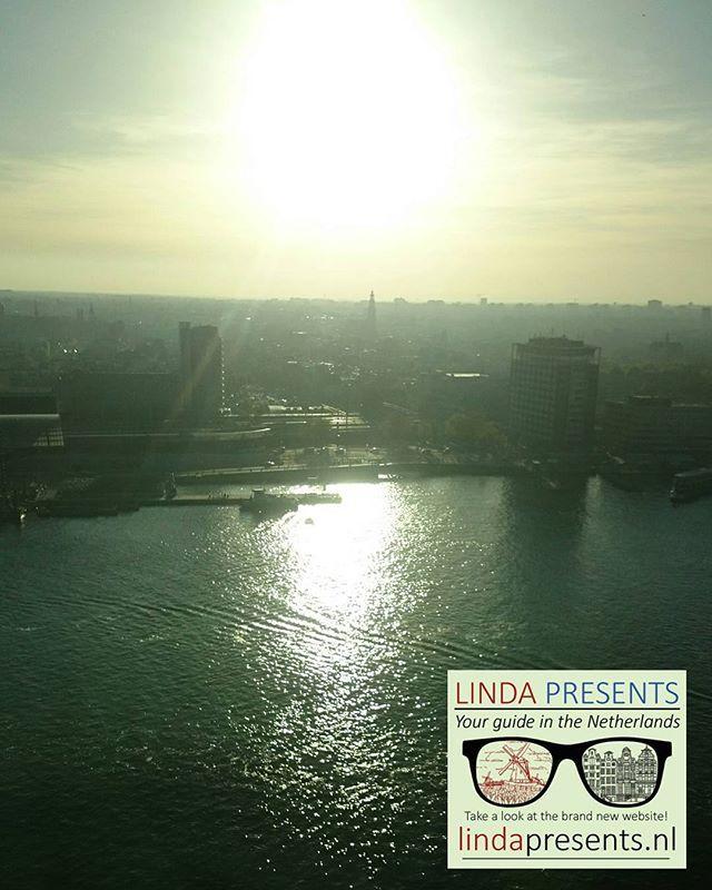 Sunny view on the Westerchurch from Adam Lookout!  WWW.LINDAPRESENTS.NL  #lindapresentsamsterdam #amsterdamguide #inthesun #view #westerchurch #annefrankhouse #annefrank #adamlookout #adamtower #amsterdam