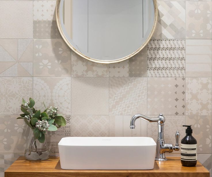 Earthy tones and natural materials reflect the pristine surroundings of this bathroom in the Mornington Peninsula.