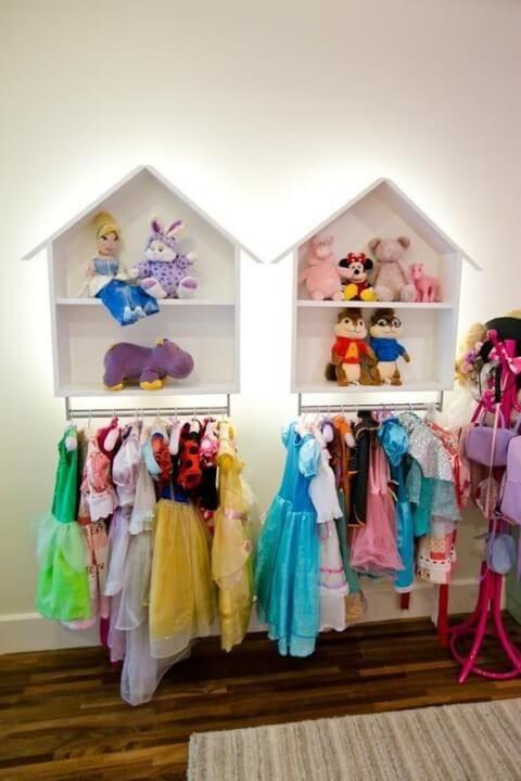 3f42b7e74 Quarto de bebê menina com fantasias de princesas Projeto de Codecorar   quartodebebe  quartodemenina