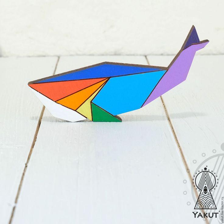 Wooden brooch Whale | Купить Деревянная брошь Кит радужный оригами / деревянный значок радужный - брошь