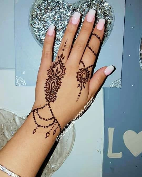 Henna simple + babyboomer = son chic ⚘ Modèle henna @hennecheimouma . . . . ….