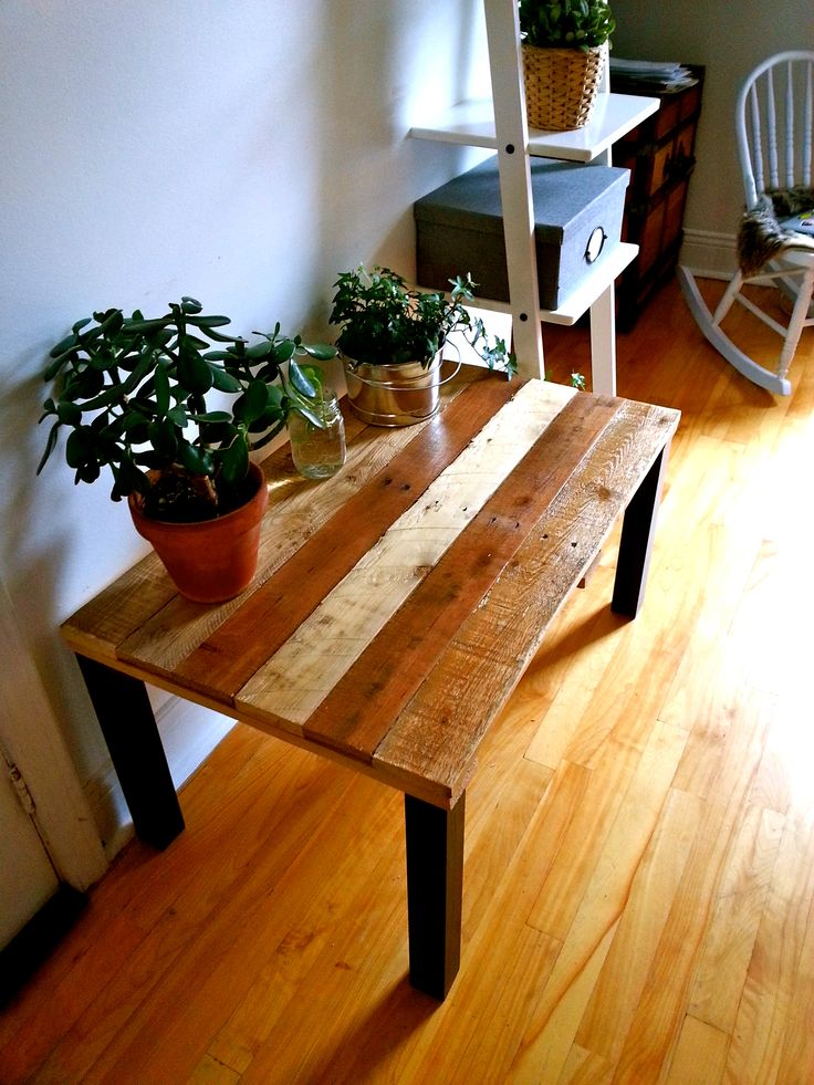 Une table originale pour faire rayonner les plantes sous les rayons du soleil....Pourquoi pas? Création : Voisins et Scies voisinsetscies@gmail.com