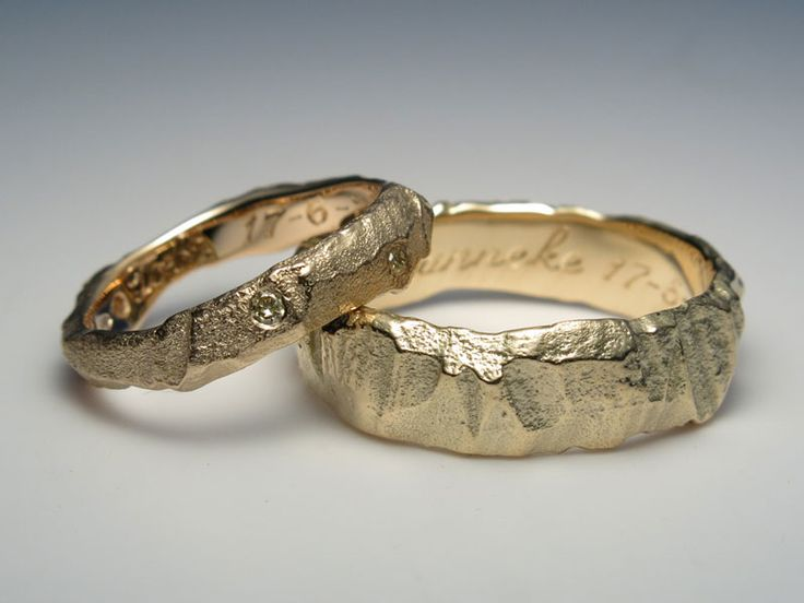 ROCK rings with 5 nature diamonds in the lady ring