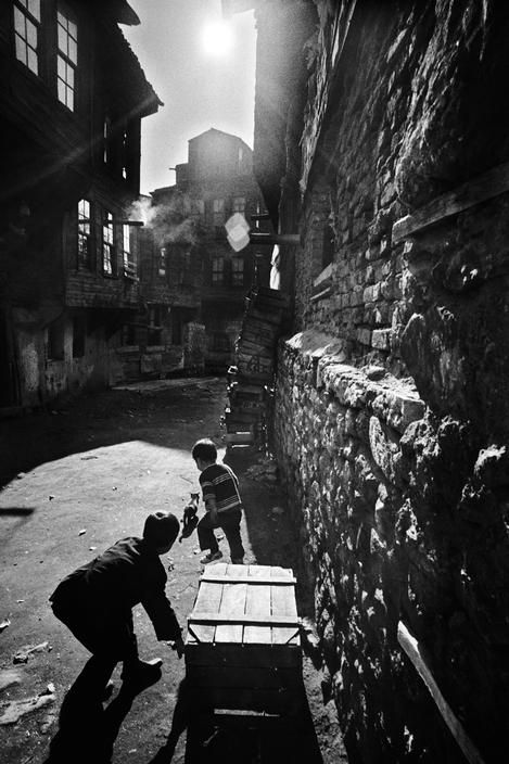 Ara Güler, Children playing in the old Ferikoy district of Istanbul, 1968. Magnum Photos