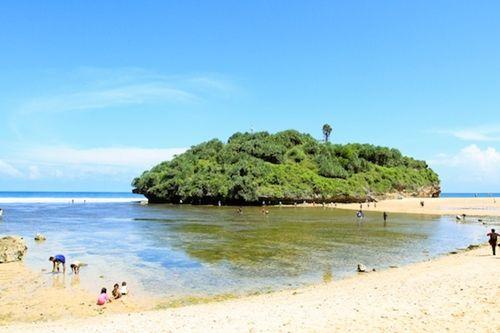 Pantai Ndrini, Pantai Teristimewa Di Gunung Kidul Yogyakarta - http://monitoringclub.org/pantai-ndrini-pantai-teristimewa-di-gunung-kidul-yogyakarta/