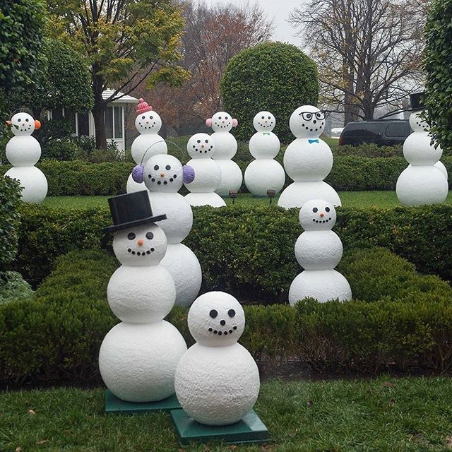Snow people are seen on the lawns of the White House during a preview of the 2015 festive decorations in Washington, DC, December 2nd 2015. Credit: AFP/ Nicholas Kamm #snowmen #WhiteHouse #Christmas #Washington