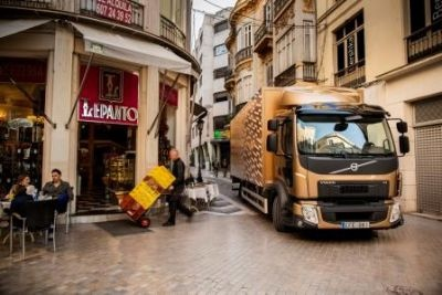 New Volvo FL - Volvo Truck's smallest vehicle in their range.  Now updated for Euo 6 with a new 4-cylinder engine
