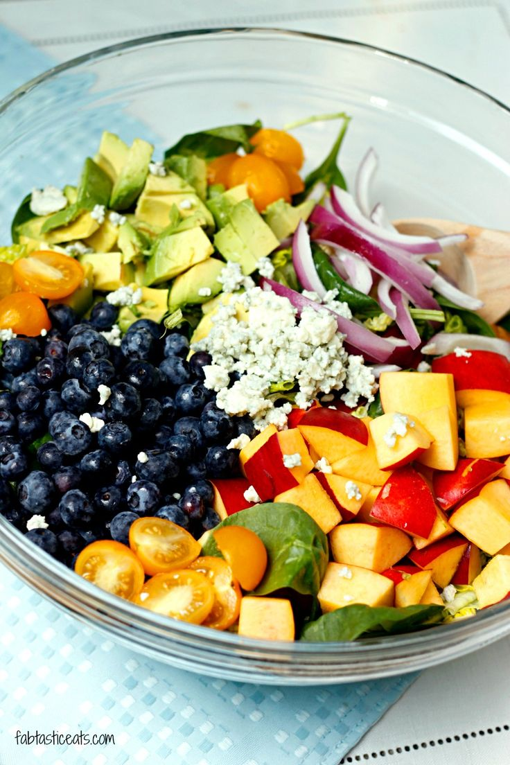 Blueberry and Nectarine Salad with Avocado Citrus Vinaigrette | Fabtastic Eats