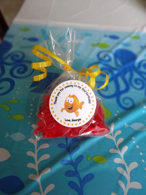 67 best luna 39 s bubble guppies party images on pinterest - Bubble guppies party favors ideas ...