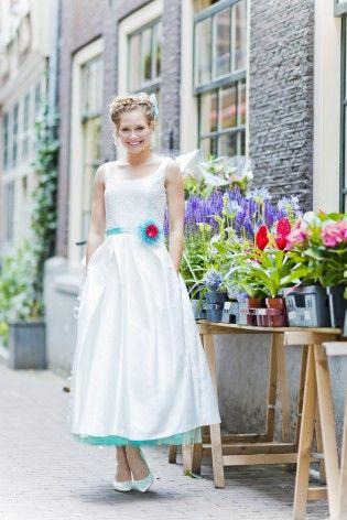 50er Jahre tea-length Brautkleid mit Petticoat in Türkis und ...