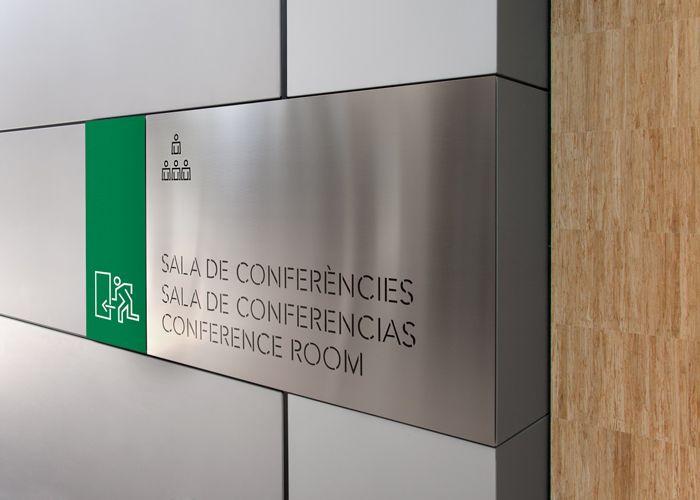 Deka Inmobilien / Identitat per a l'edifici d'oficines Alta Diagonal / Senyalització
