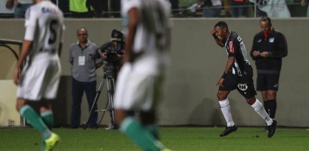 Robinho comemora gol do Atlético-MG em jogo diante do Coritiba, no primeiro turno