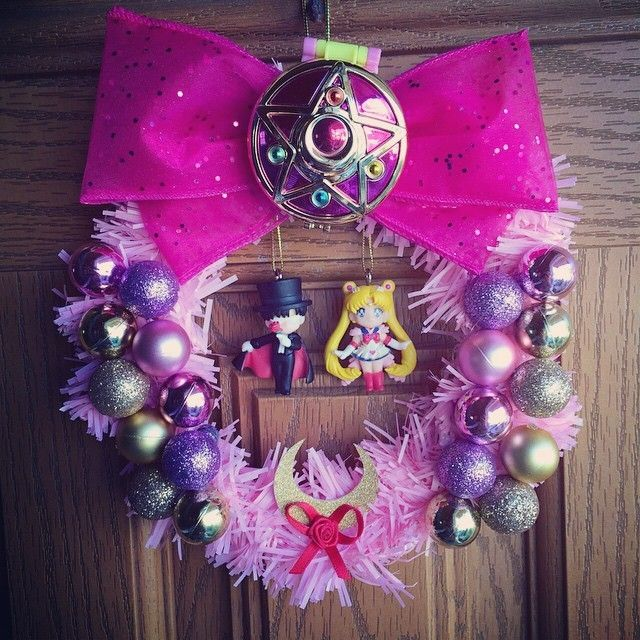 My Super Sailor Moon wreath w/ pink and gold ornaments, Moon's locket and a little Tuxedo Mask and Sailor Moon!! A Kawaii Christmas  #sailormoon #supersailormoon #prettyguardiansailormoon #tuxedomask #magicalgirl #pink #pastel #gold #christmas...