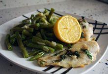 #Merluza con #Judias Verdes. La merluza es el pescado favorito de los españoles y combina perfectamente con infinidad de ingredientes. Compruébalo en @Degustarecetas.