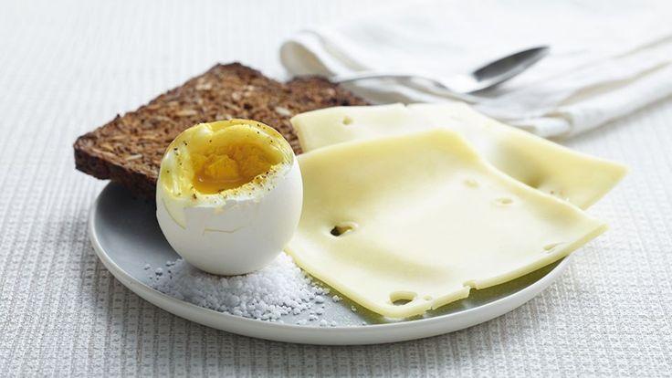 Rugbrød med ost og blødkogt æg  Bitz' Store Kur:  Morgenmad: