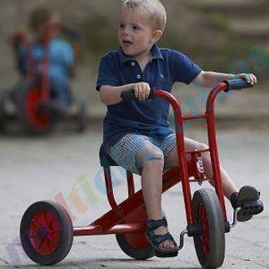 Muy popular entre los más pequeños, y un buen j#uguete para la guardería y #padres que buscan un buenj uguete. #Triciclo #infantil robusto y resistente. Para #niños de 2 a 4 años