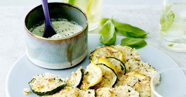Biscuits de courgette en croûte de parmesan, aïoli au basilic