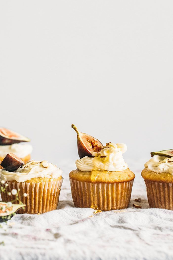Vegan Almond Cupcakes | thealmondeater.com