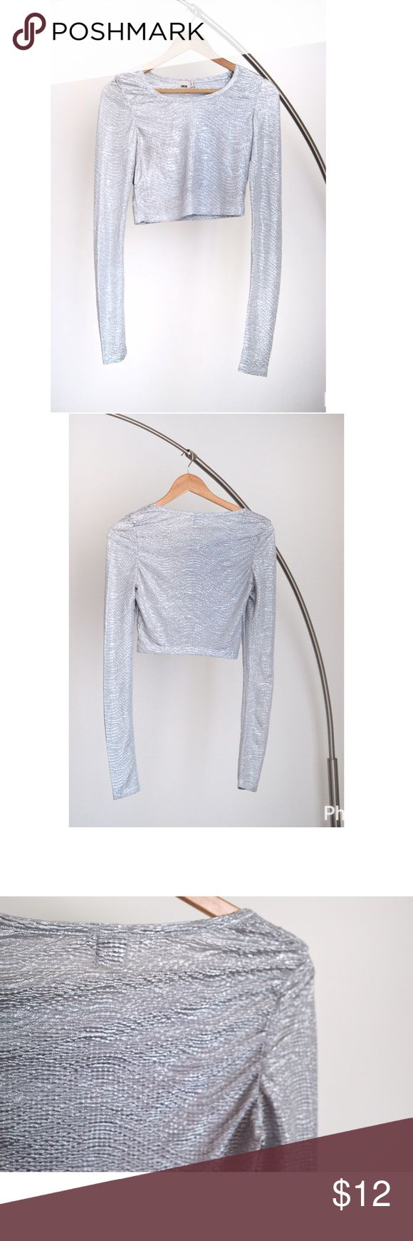 Silver crop top Silver crop top. Textured fabric. Only worn once. Please let me know if you have questions! Thanks!   🤗☺️☺️ ASOS Tops Crop Tops