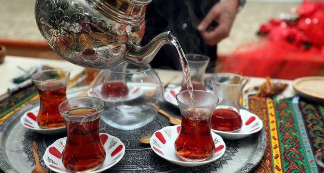تعرفوا على فوائد و أخطار الشاى الأحمر او الأسود عند تناوله يوميا يحتل الشاي مكانة خاصة عند العرب و بال Kitchen Appliances Wine Decanter Coffee Maker