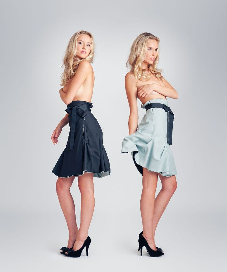 Jolier Lily black-teal. Double side wrap skirt with black ribbon belt. By simply turning the skirt inside out you can change the colour from office to party from casual to outstanding! Buy online at www.jolier.com