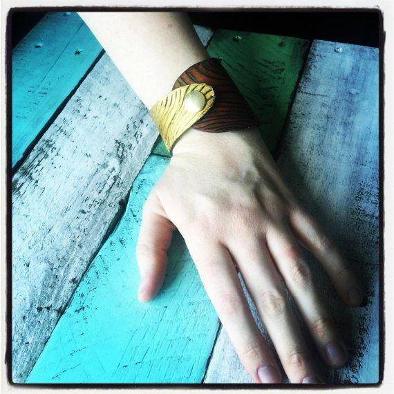 Women's leather woodgrain bracelet with hand drawn by LondonGrey