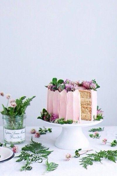 Decorar una torta con flores
