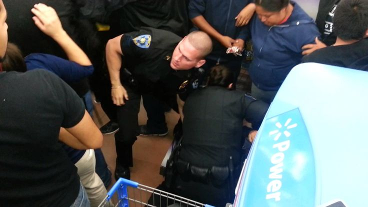 FIGHT at WAL-MART BLACK FRIDAY SOCIAL MEDIA LIVE TV 2013 ... crowds tussle over last toys remaining reports blogger, James Rickman @ iHumanMedia.com ... WATCH LIVE VIDEO CLICK HERE http://www.pinterest.com/pin/483362972477895739/