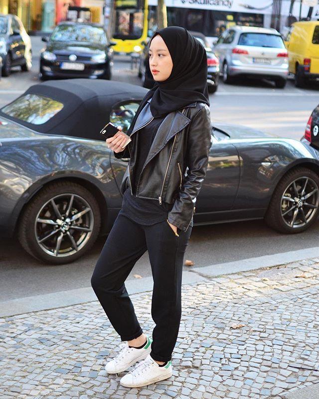 Kemaren cuaca panas, terus dingin, terus panas, terus dingin. Jerman sungguh aneh. . I'm wearing black pants from @gataris_