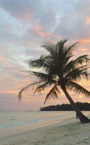 Rien ne bat les couchers de soleil au Cambodge! Parce que, tu sais, la vie, c'est comme une bière : c'est bon! :D