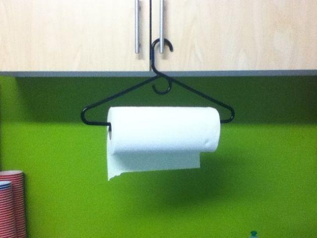 Если некуда повесить бумажные полотенца на кухне 0