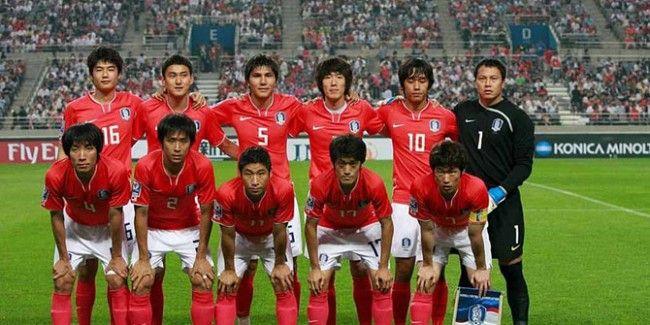 Güney Kore A Milli Futbol Takımı'nın Brezilya'da 12 Haziran-13 Temmuz tarihlerinde düzenlenecek 2014 FIFA Dünya Kupası aday kadrosu açıklandı.  Güney Kore Futbol Federasyonu'ndan yapılan açıklamaya göre, 23 kişilik aday kadroda şu sporcular yer alıyor:  http://www.foreverbesiktas.net/guney-korenin-kadrosu-belli-oldu/