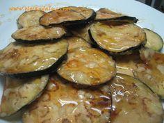 Las berenjenas fritas con miel son uno de los platos más famosos de la cocina andaluza y que seguramente, la mayoría de vosotr@s ya habéis probado. Es una receta muy fácil de preparar y nos puede servir para el almuerzo o la cena. Tiempo estimado de realización: 25 minutos Ingredientes: - 1 berenjena grande o dos pequeñas - Harina - Sal - Aceite de oliva virgen extra - Miel Preparación: [...]