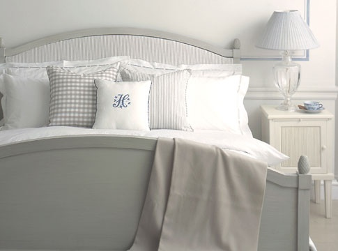 Nordic Classic bed setting