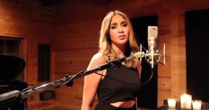 """Karen Rodriguez es una de las finalistas de la temporada 10 de American Idol y fué ella una más de las personas que se han atrevido a realizar un cover de la canción de Adele """"Hello"""" la cual tiene ya más de 600 millones de reproducciones, posicionándose como uno de los videos más vistos del 2015 a pesar de que salió a finales de año."""