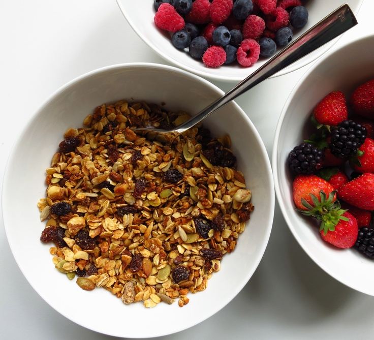 Cinnamon and nut granola: vegan, gluten free, dairy free, sugar free