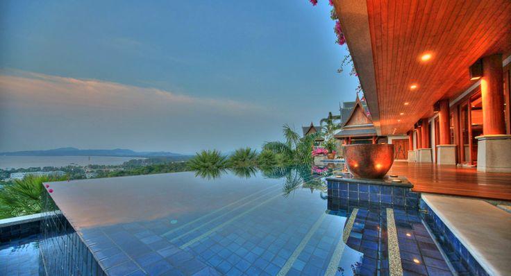Tauche ein und spüre den thailändischen Geist in dieser schönen Villa in Phuket. #view #luxurystyle #luxuryhome #milliondollarlisting #pool #nature #mansion #milliondollarlisting
