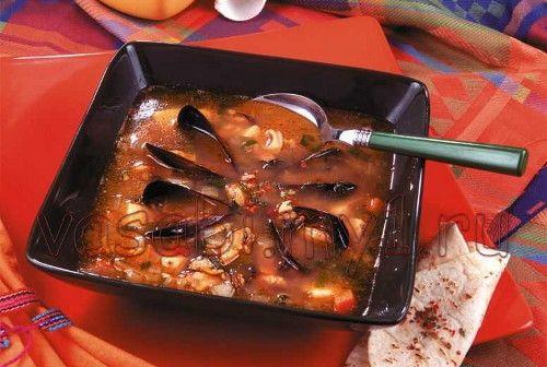 Суп из морепродуктов мидии, кальмары, криветки