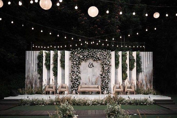 Minimalist Wedding Decoration Greenery In 2020 Wedding Stage Design Wedding Stage Decorations Wedding Backdrop Design