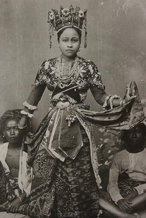 Betawi woman (previously Batavia). Date unknown.