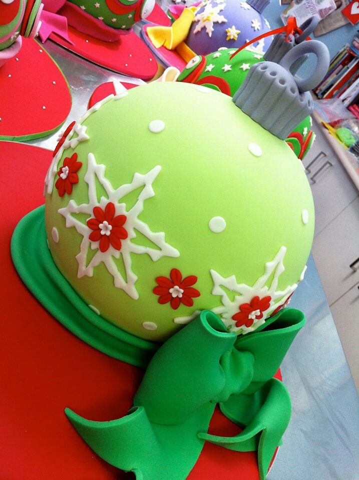 Christmas Bauble Cake Images : 17 Best ideas about Christmas Cakes on Pinterest Holiday ...