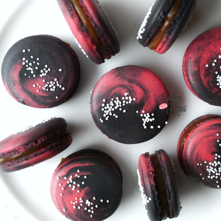 How to Bake Two-Colored Galaxy Macarons