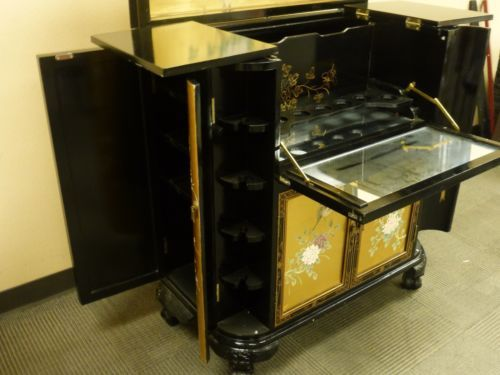 Oriental asian japanese chinese black and golden lacquer for Oriental furniture for sale