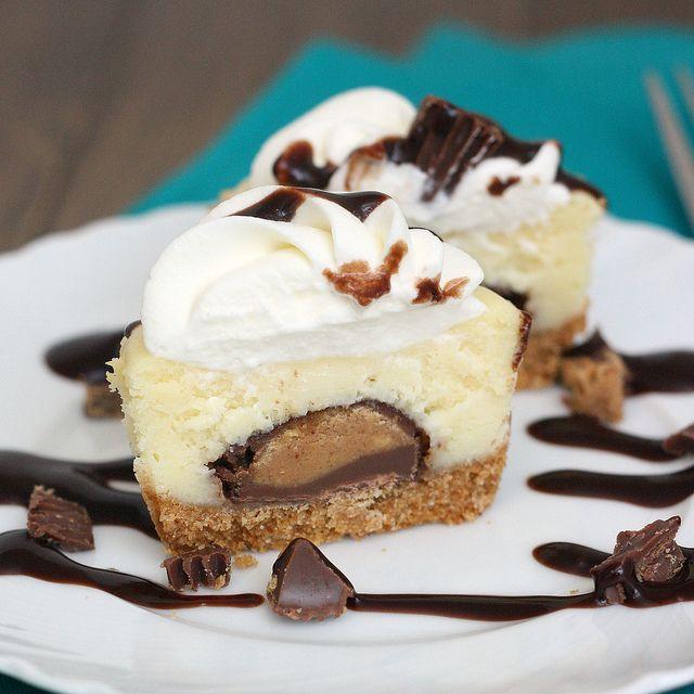 Mini Peanut Butter Cup Cheesecakes: Yum! che deliziaaaaa