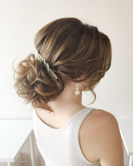 Hairstyle by Ladylyn Gool www.ladylyngool.com #toronto#torontohair#torontohairsalon#torontohairstylist#torontovendor#torontovedors#mississauga#mississaugahairmississaugahairsalonmississaugahairstylist#etobicokehairstylist#wedluxe#weddingstyle#weddinghairstyle#weddinghair#torontowedding#weddinginspiration#editorial#hudabeauty#instagramhair#hairbyladylyn#ladylynteam#fashion#bride#updo#hairstyles#easyhair#behindthechair#weddingplanning
