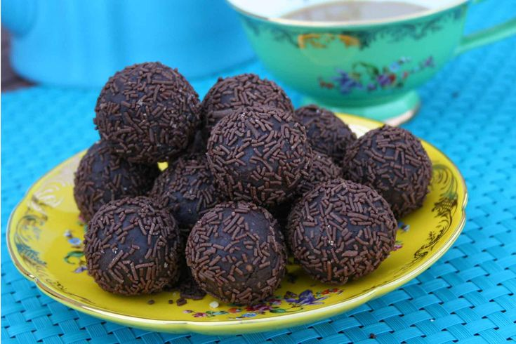 Chocolate Fruit and Nut Balls