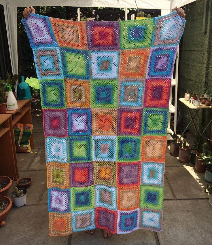 "Crochet scrap yarn big granny squares blanket - Natalia Silva Edwards (@natalia_silva_edwards) on Instagram: ""Así vamos 💪🏽💪🏽💪🏽 #crochetblanket #grannyblanket #grannysquares #crochetersofinstagram"""