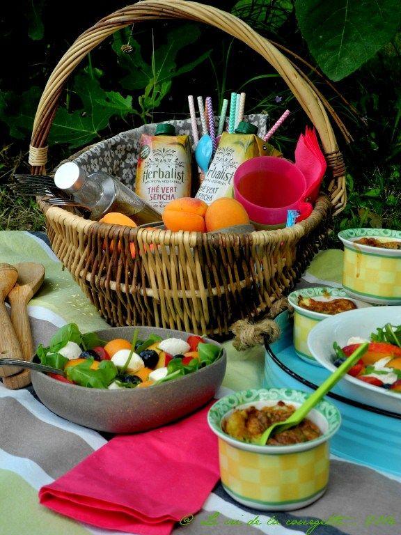 Menu Herbalist interprété par Cécile du blog Le cri de la courgette. Découvrez les recettes de ce  menu sur: http://herbalistinfusions.wordpress.com/2014/09/02/petits-flans-de-courgette-a-la-menthe-et-au-parmesan/ #flans #courgette #salade #healthy #picnic #thé #sencha #herbalist