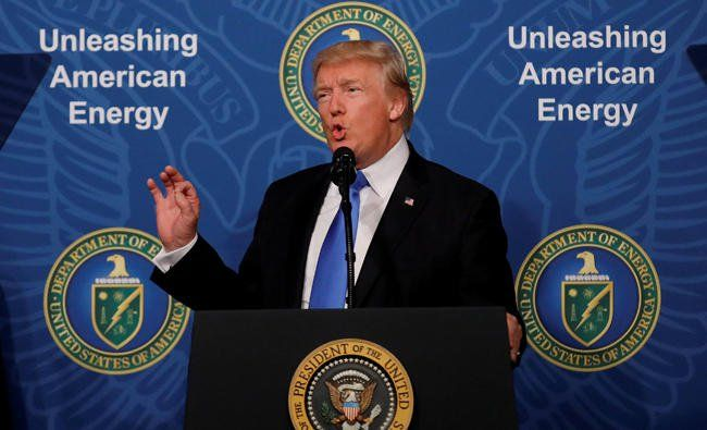 "Trump 'proud' of leaving Paris climate deal http://betiforexcom.livejournal.com/25797403.html  Author: Agence France PresseFri, 2017-07-07 06:40ID: 1498778091250686400WASHINGTON: US President Donald Trump on Thursday strongly defended his decision to pull out of the Paris climate accord, declaring himself ""proud"" of the move. ""In order to protect American jobs, companies and workers, we've withdrawn the United States from the one-sided Paris Climate Accord,"" Trump said to applause, during a…"